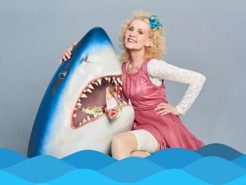 Kerstin Fernström - Im OneWomen-Stück Haie küsst man nicht